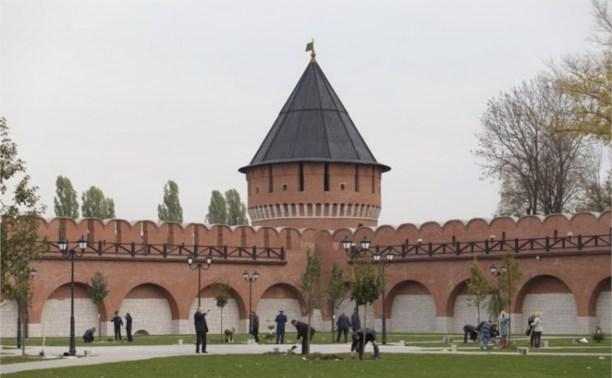 Члены правительства региона высадили аллею в кремле
