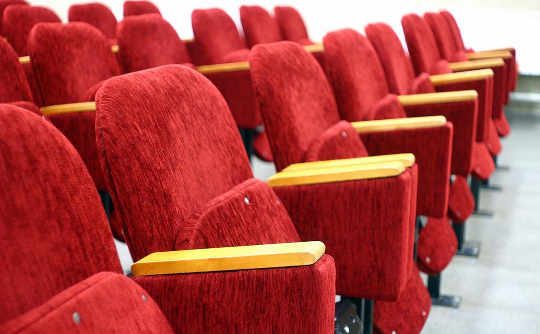 В Туле откроют кинотеатры: сесть рядом получится только у живущих вместе