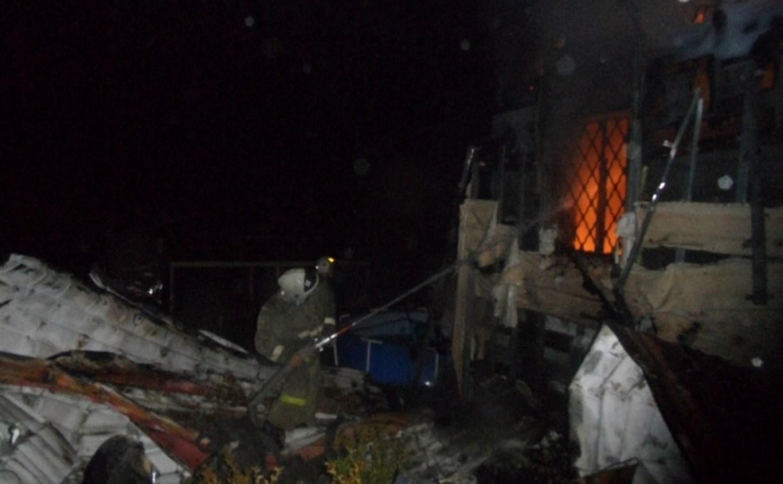В Туле сгорела дача: огонь перекинулся на соседний дом