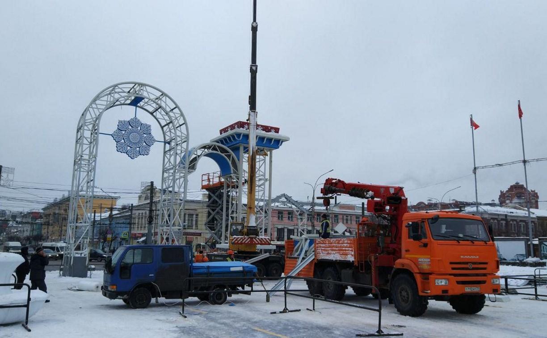 В Туле на площади Ленина разбирают новогодние конструкции: фоторепортаж