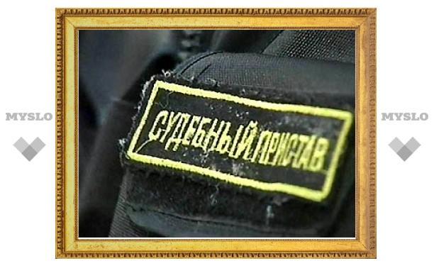 В Тульской области приставы наложили арест на дорожный каток