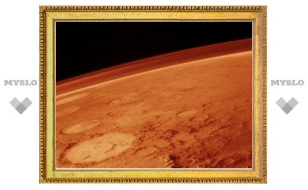Ученые объяснили красный цвет Марса сильными ветрами
