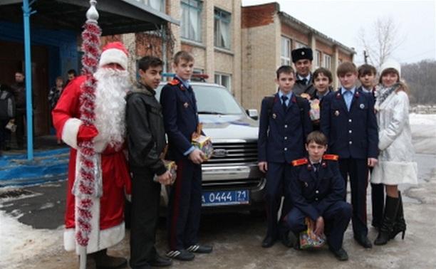 «Полицейский Дед Мороз» побывал в Новомосковском детском доме