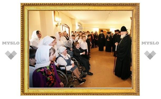 В день Пасхи Патриарх Кирилл посетил интернат для умственно отсталых детей