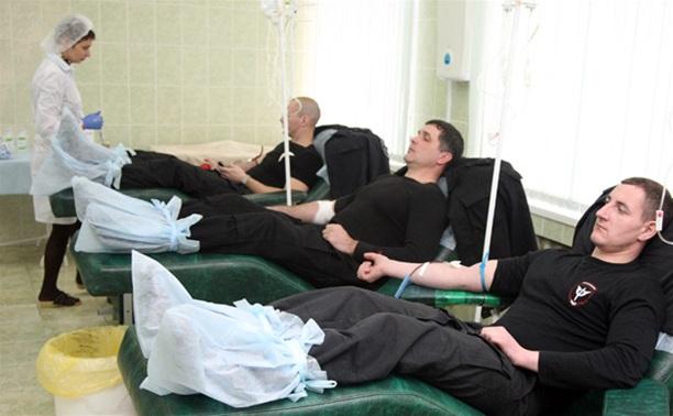 Тульские полицейские сдали кровь