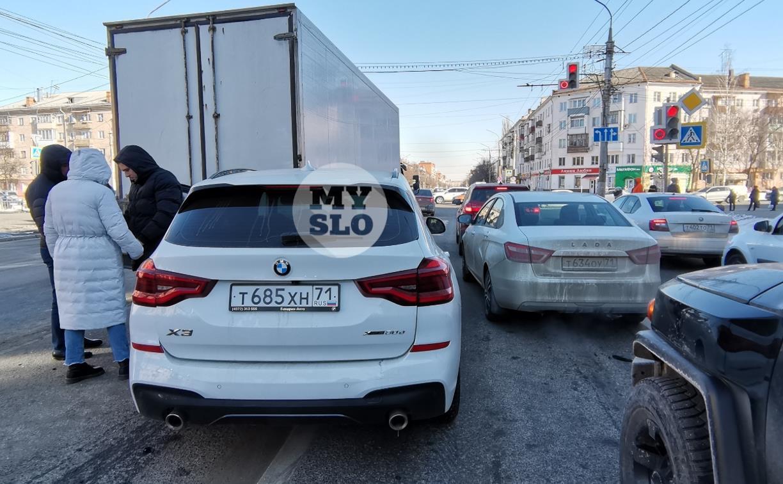 В Туле водитель BMW умер за рулем и спровоцировал ДТП