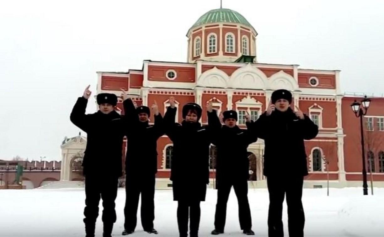 Тульские полицейские «спели» Российский гимн жестами