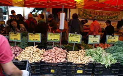 Уличным базарам разрешат торговать только в выходные