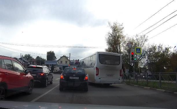 «Накажи автохама»: водитель автобуса № 64 дважды нарушил ПДД на ул. Вильямса