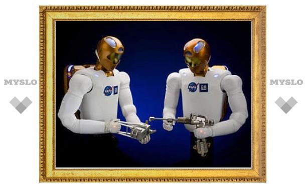 В состав следующего экипажа шаттла включили робота