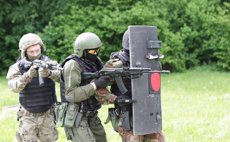 Тульские бойцы ОМОН и СОБР ликвидировали базу условных террористов: фоторепортаж