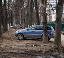 «Где написано, что тут нельзя стоять?»: в Туле устроили рейд по парковке на газонах