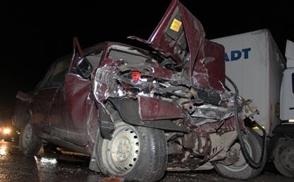 Под Тулой столкнулись грузовой Mercedes и «семёрка»