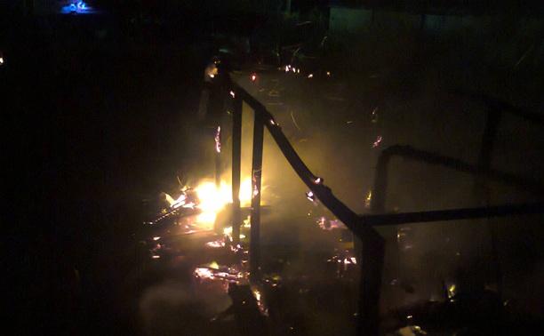 В Киреевском районе на глазах у сторожа сгорела металлическая бытовка