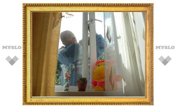 В Щекине через окно украли холодильник