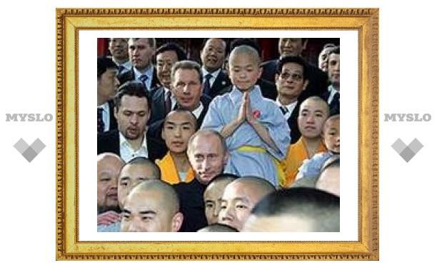Путин встретился с монахами Шаолиня