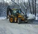На территории «Медвенское» расчищают дороги от снега
