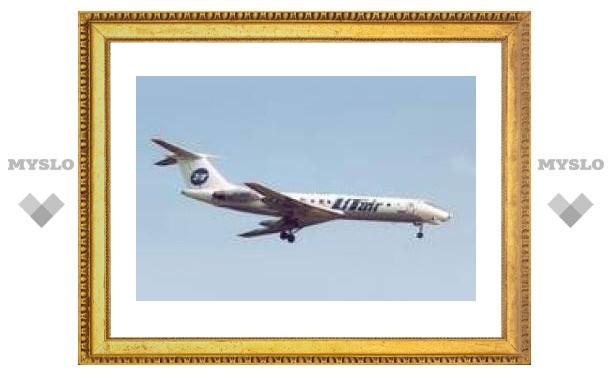 Над аэропортом Сургута кружит Ту-134 с 34 пассажирами. Он готовится к аварийном посадке