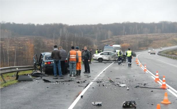 В столкновении двух «Фольксвагенов» на трассе М2 погибли два человека