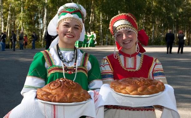 Россияне назвали главными положительными чертами нации гостеприимство и трудолюбие