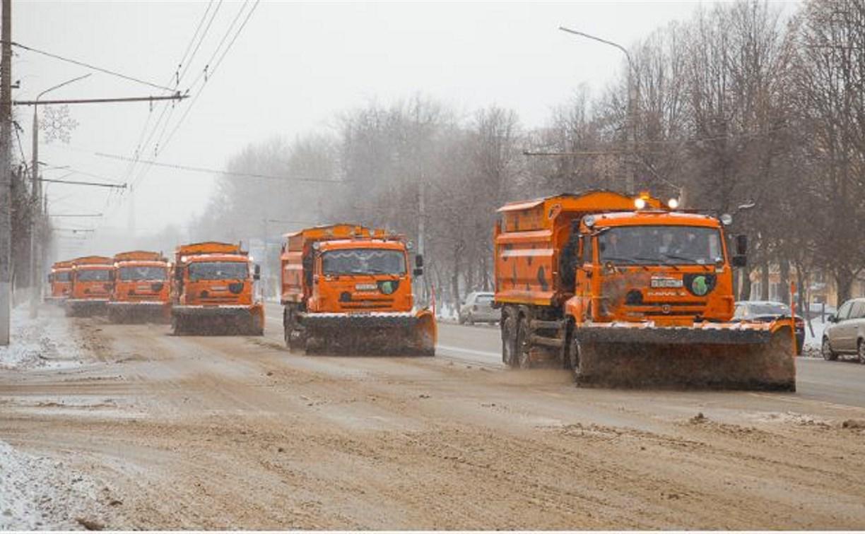 В Туле 139 единиц техники чистят дороги от снега