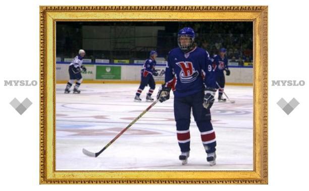 Российскому хоккеисту сломали два зуба клюшкой