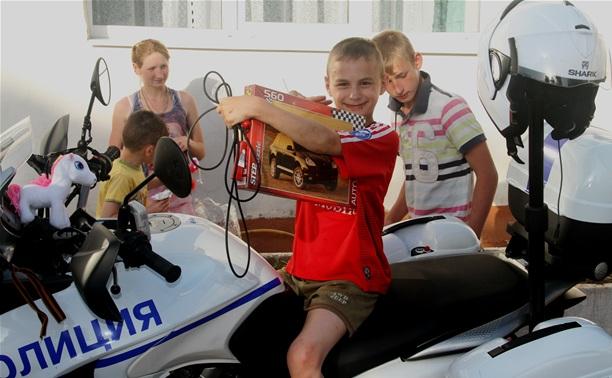 Байкеры и гаишники навестили детей из обидимской школы-интерната