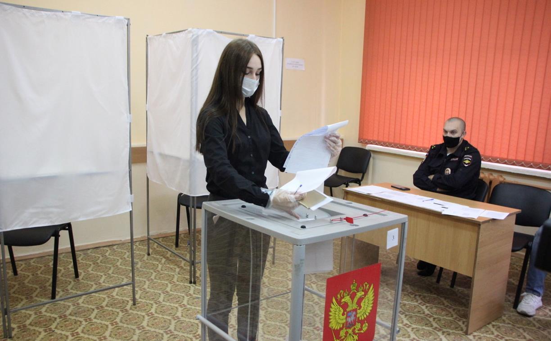 Впервые голосующих жителей областной столицы поздравили на участке «Тула студенческая»