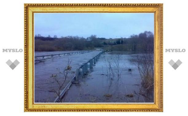 В Ефремовском районе затопило дорогу и мост