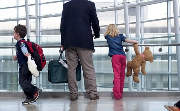 В ФСБ разъяснили правила выезда детей за границу