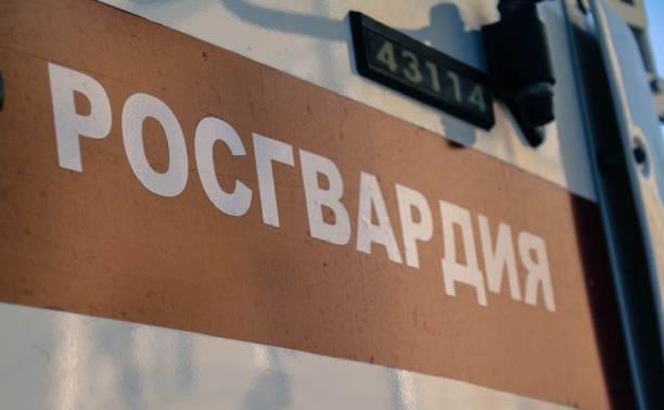 В Новомосковске мужчина напился и украл с товарищем несколько канализационных люков