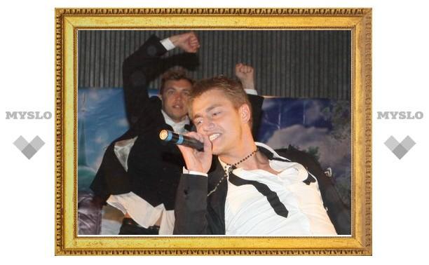 Алексей Воробьев спел для туляков под дождем