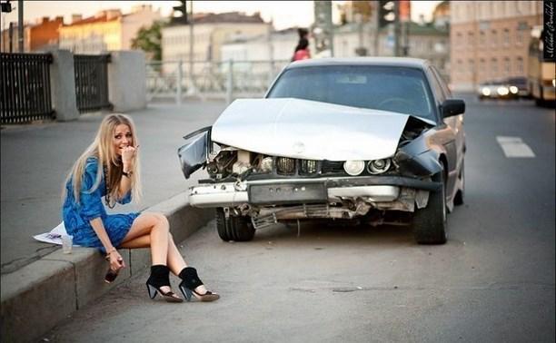 В Суворове пьяная женщина со злости повредила два припаркованных автомобиля
