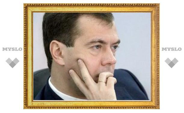Медведев изменил закон о госзакупках