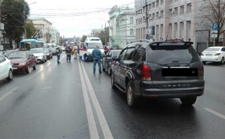 Тройное ДТП на проспекте Ленина в Туле: у легковушки оторвало колесо
