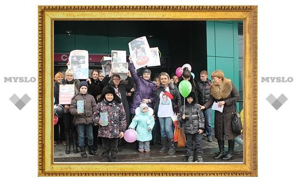 В поддержку жертвы ДТП Дениски Трунова в Туле прошел флешмоб