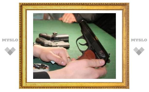 Туляк пришел в суд с ружьем
