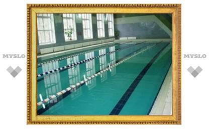 В Новомосковском бассейне чуть не утонул человек