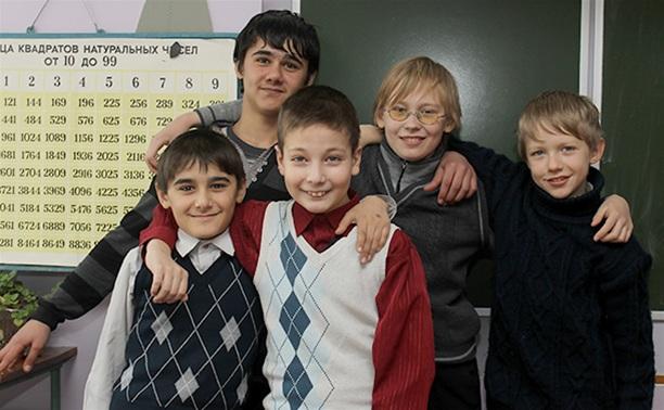 Пятеро школьников вызволили бабушку из колодца