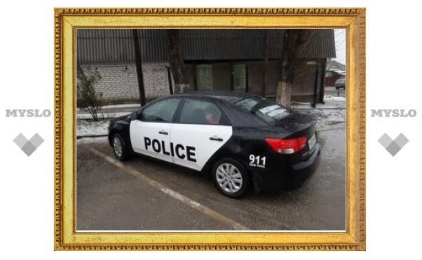 Псевдо-полицейских лишили прав из-за наклейки на автомобиле