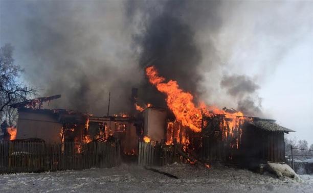 Пожар в щекинском бараке: 9 семей остались без крыши над головой
