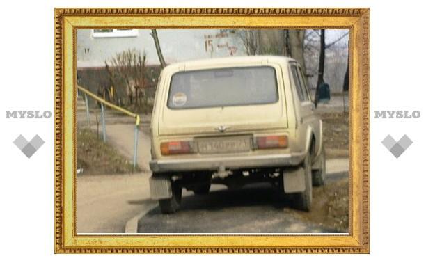 Туляк постоянно оставляет машину на пешеходной дорожке
