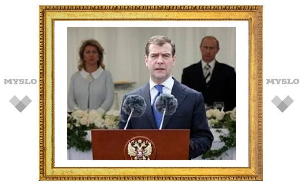 Медведева активно пиарят на ТВ, но россияне по-прежнему верят в Путина
