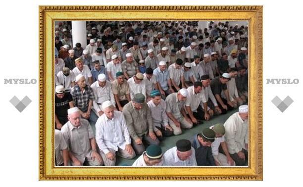 Более 90 тысяч мусульман совершили праздничный намаз в Москве