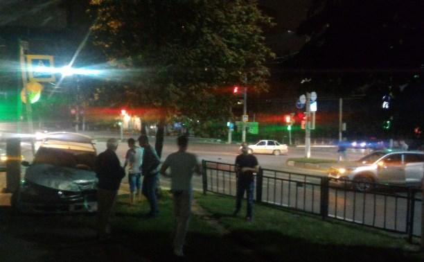Ночью в Туле на пересечении улиц Кирова и Ложевой столкнулись «Хёндэ» и «Рено»
