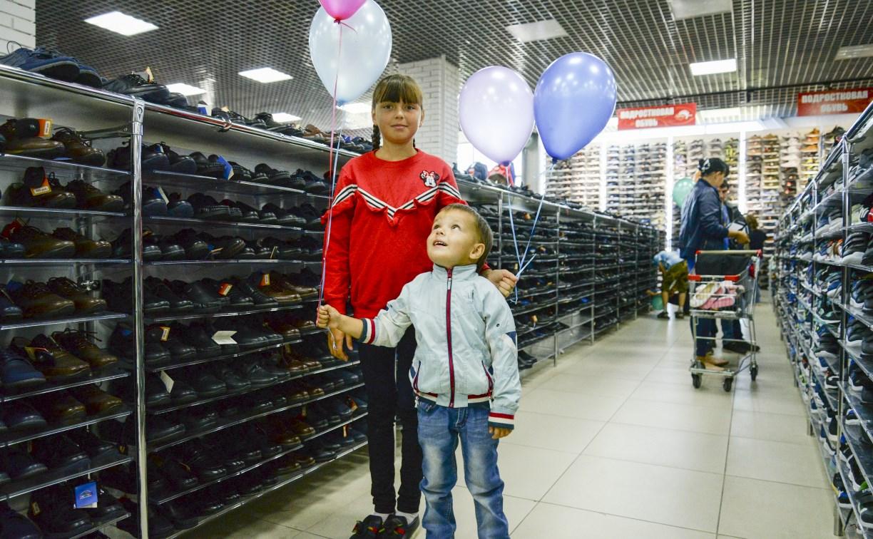 Магазин «Планета Одежда Обувь» поздравил детей с Днем знаний