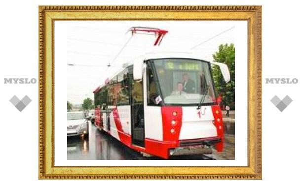 Трамвай нового поколения оказался с браком