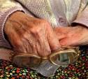 В Донском в подъезде обокрали пенсионерку