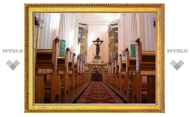 Петербургских католиков расписали по приходам