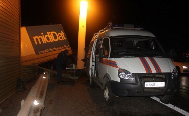 В Тульской области пассажирский автобус опрокинулся в кювет